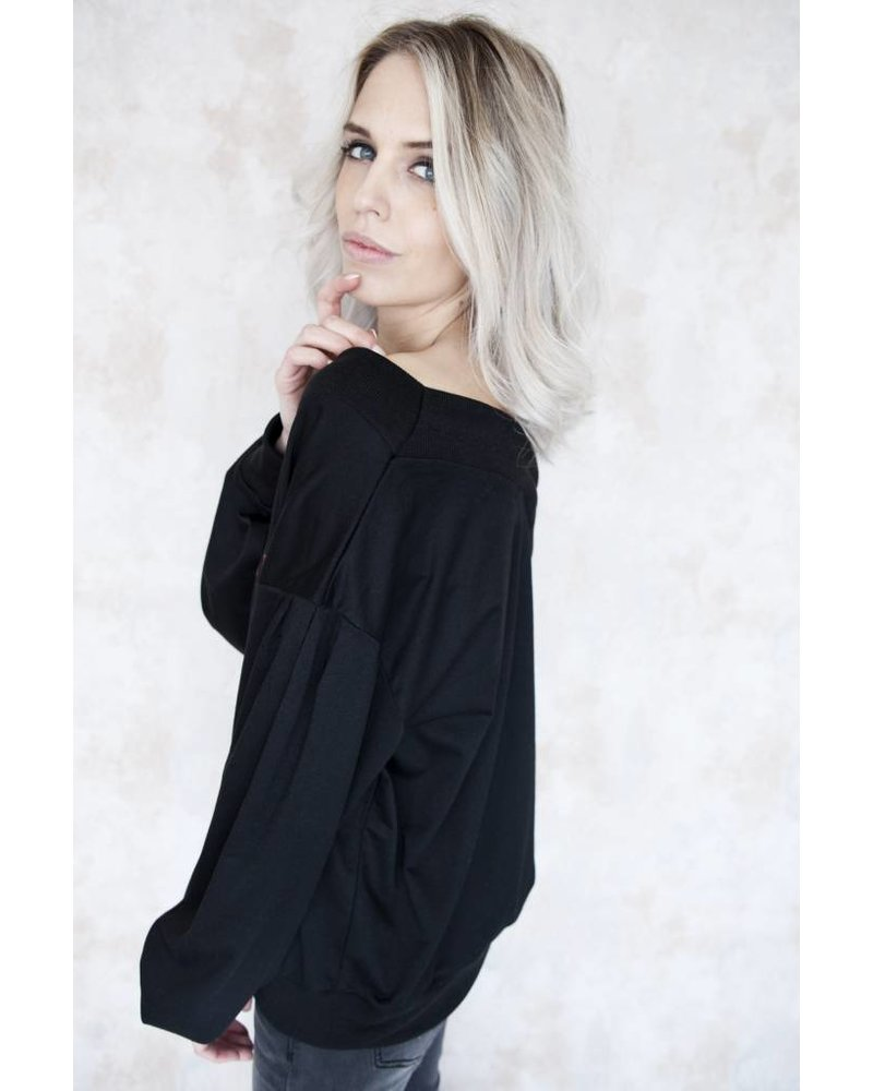 LAZY LADY BLACK - SWEATER