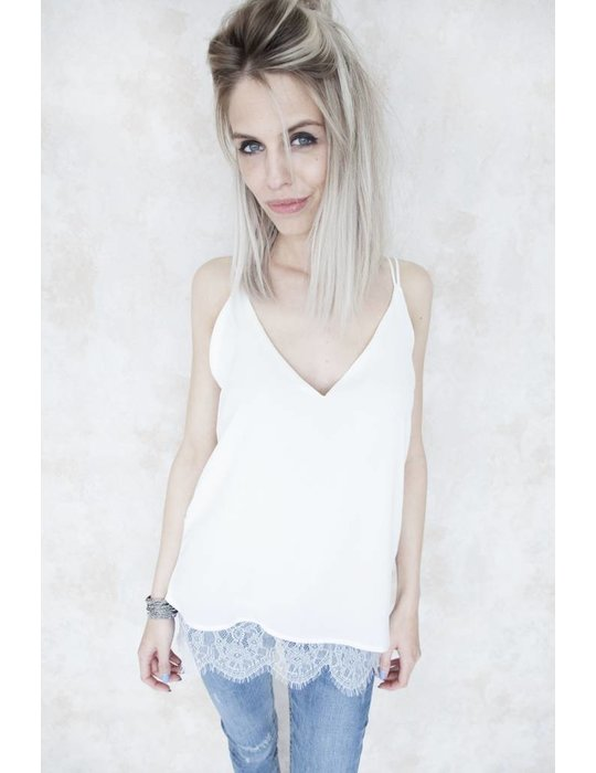 GAELLE WHITE