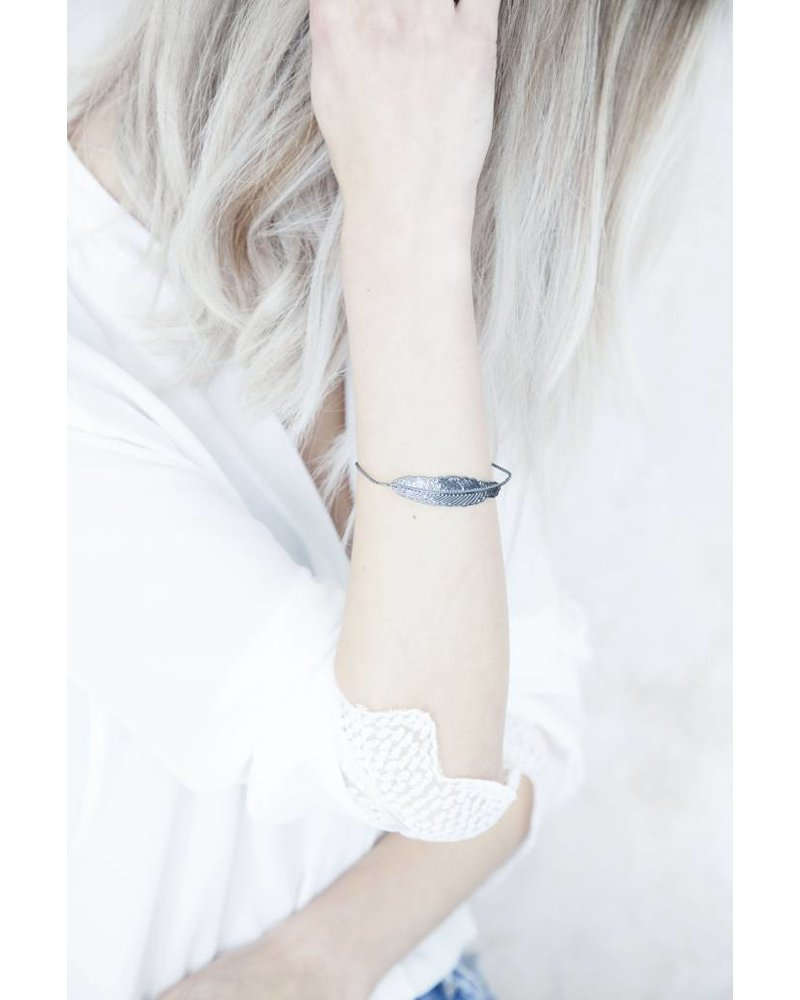 FEATHER DARK SILVER - ARMBAND