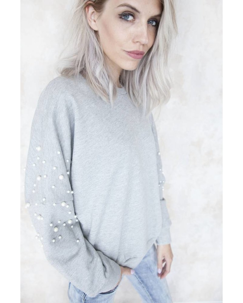 COMFY WITH PEARLS GREY - SWEATER