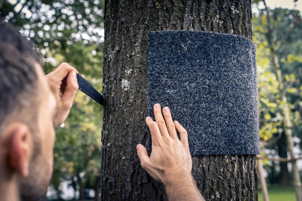 Baumschutzmatte inkl. Klettverschluss für die outdoor Befestigung der Pullup & Stange an Baum/Pfosten