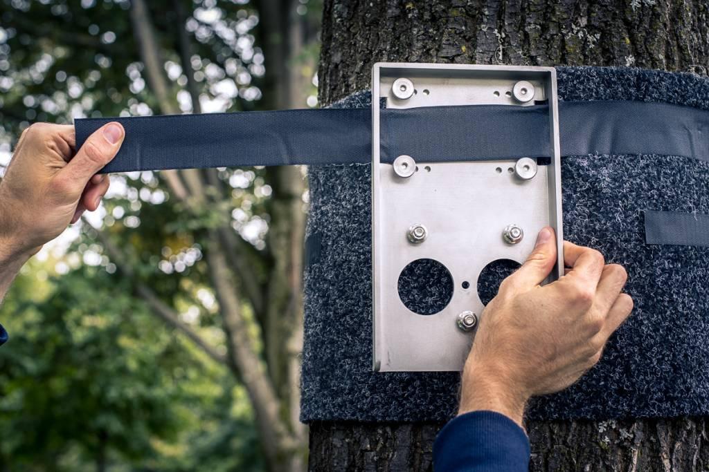 Estera de protección y correa de expanción, para fijación en exteriores de la barra de ejercicios multifuncional en árboles / postes