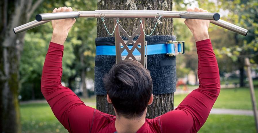 5 tips for more grip strength on the pull-up bar