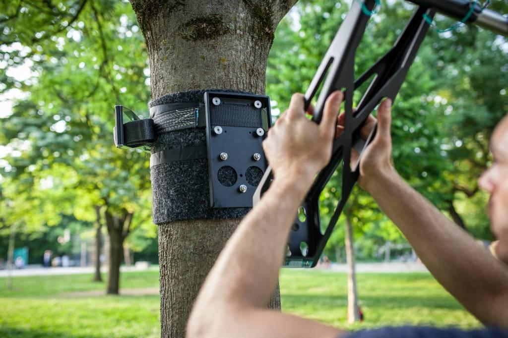 Adaptateur extérieur pour installer une barre de traction sans fixation dans un environnement en plein air, revêtement en peinture poudrée noire en acier
