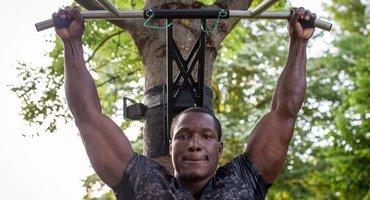 Bizeps Klimmzug Training an der Klimmzugstange - 5 Top Übungen
