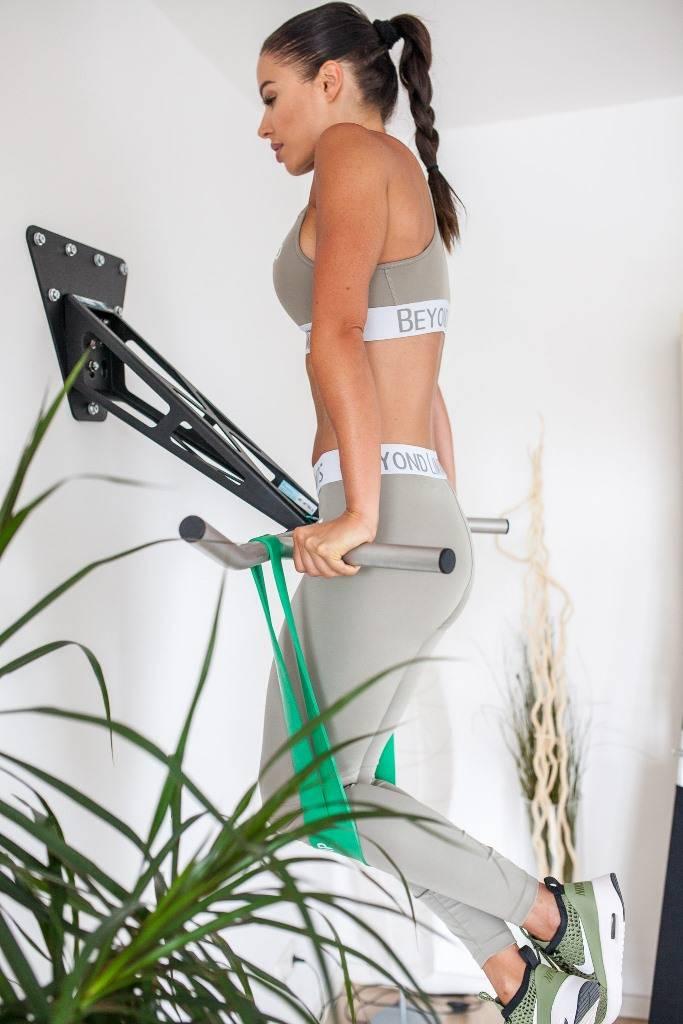 Pullup & Dip INDOOR PAKET - Hochwertige Klimmzugstange/Dip Stange für zu Hause für die Wand,  Innen- und Außenwandmontage,  Stahl pulverbeschichtet (schwarz) + Edelstahl,  über 15 Übungen