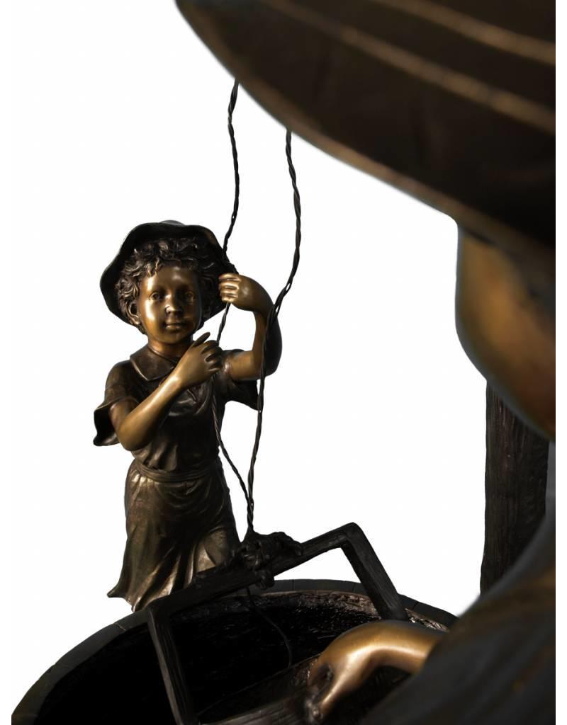 Tractus – Ziehbrunnen mit zwei Kindern aus Bronze