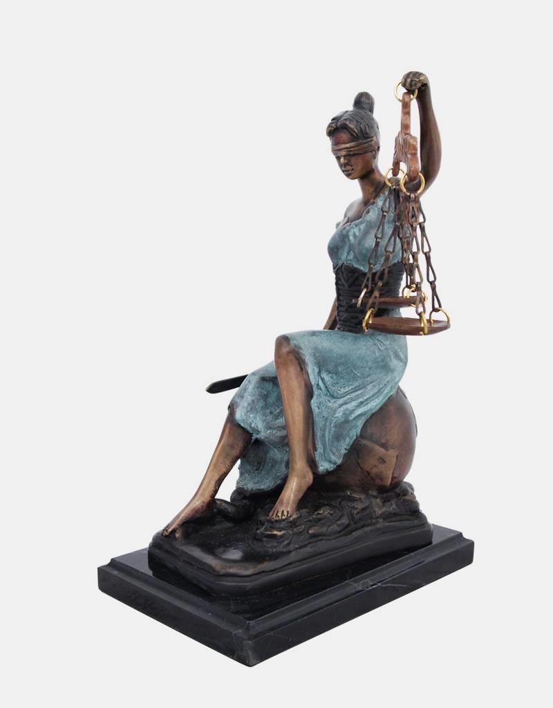 Sitzende Justitia – Kleine Bronzeskulptur