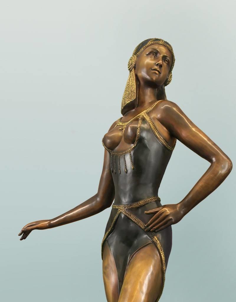 Selene – Sinnliche Frauenskulptur