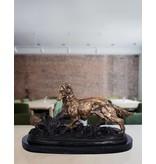 Hunter – Bronzefigur eines Jagdhundes auf Marmorsockel