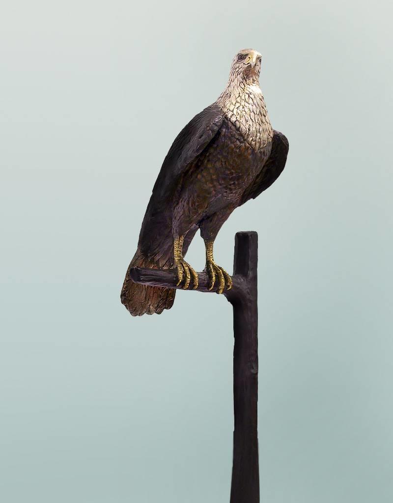 Horus – Lebensgroße Skulptur eines Jagdfalken