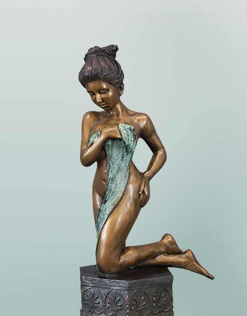 Ophelia – Bronzefigur einer sinnlichen Frau