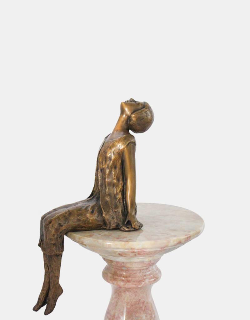 Stella – Sternenbetrachterin Bronzefigur Kantenhocker