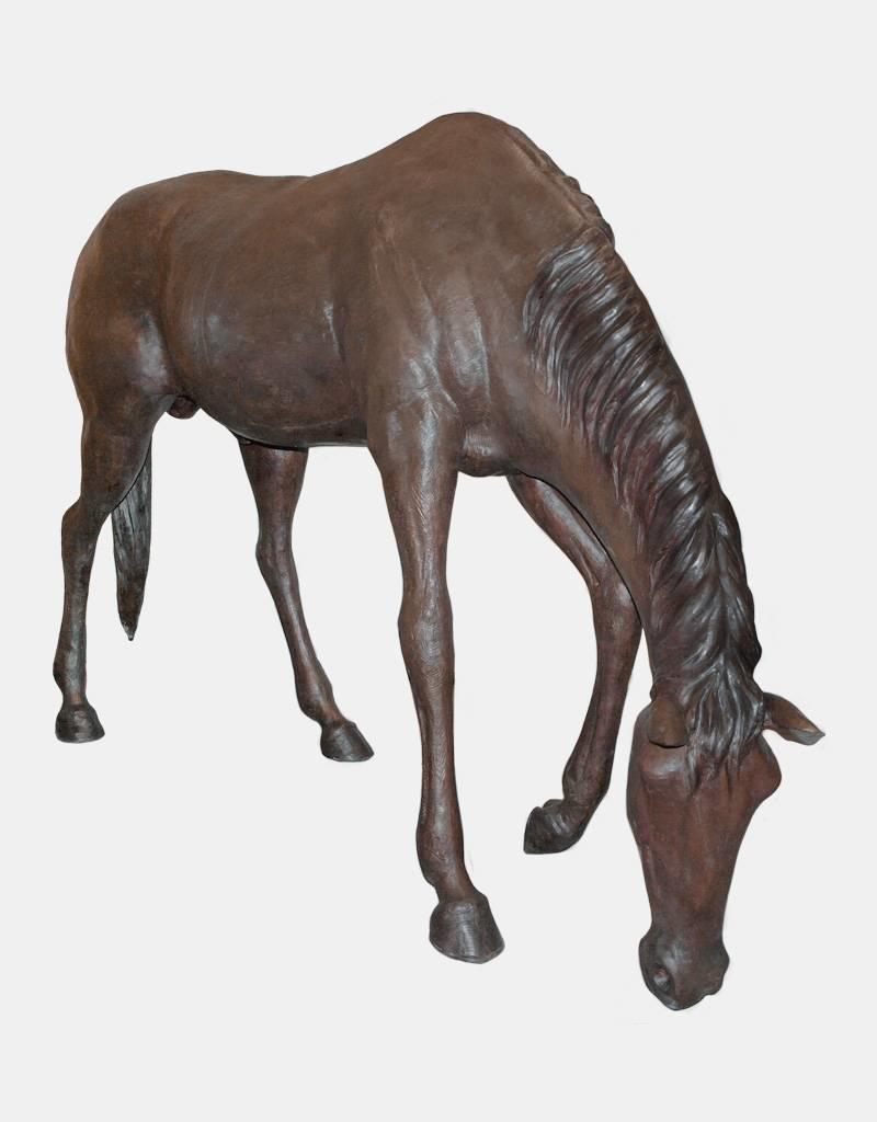 Bayard – Lebensgroßes grasendes Pferd