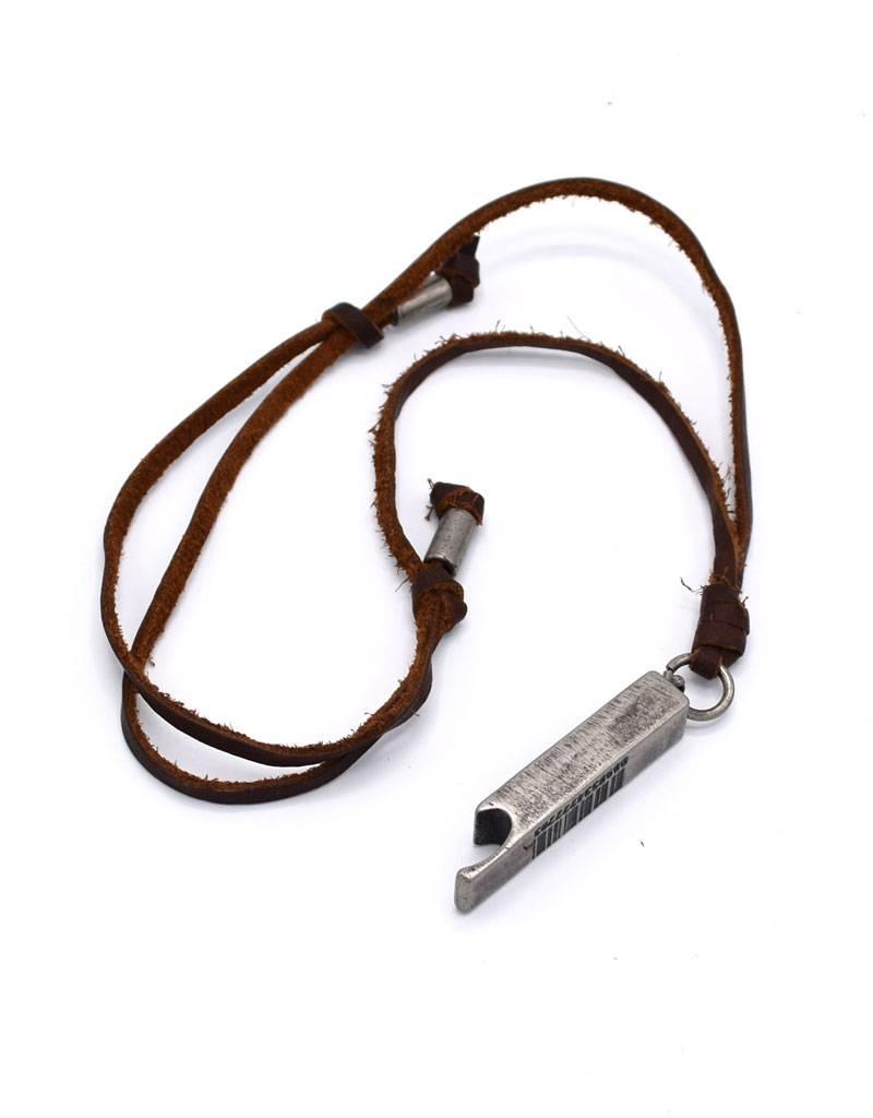 Leder halsketting met bronskleurige flesopener