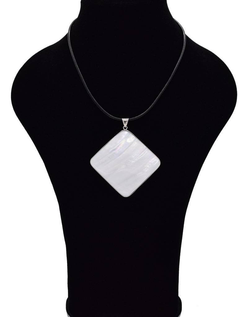 Halsketting met ruitvorm schelp hanger