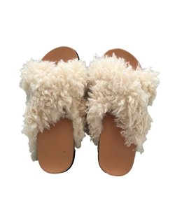 FLUFFY SHEEP SLIPPERS