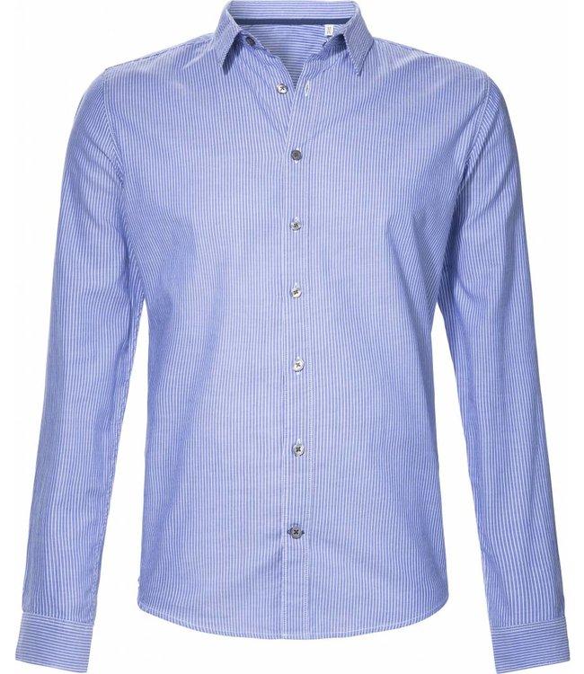 Blauw gestreept, slimfit overhemd van biologisch katoen from BETTER.. Clothing