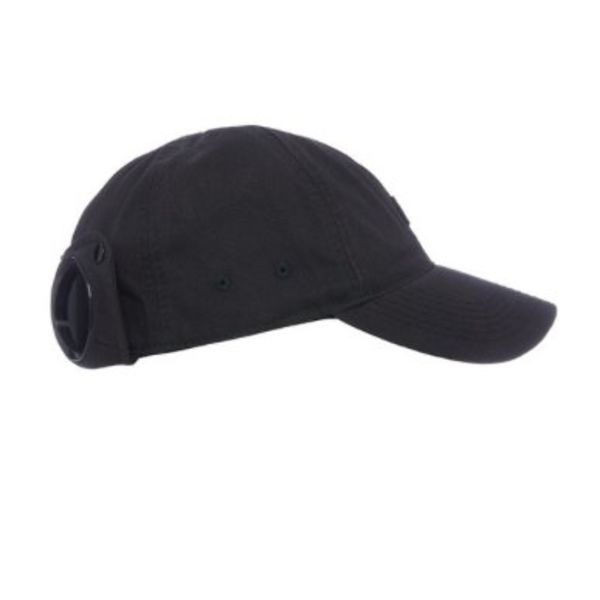 baseball cap met zonnebril