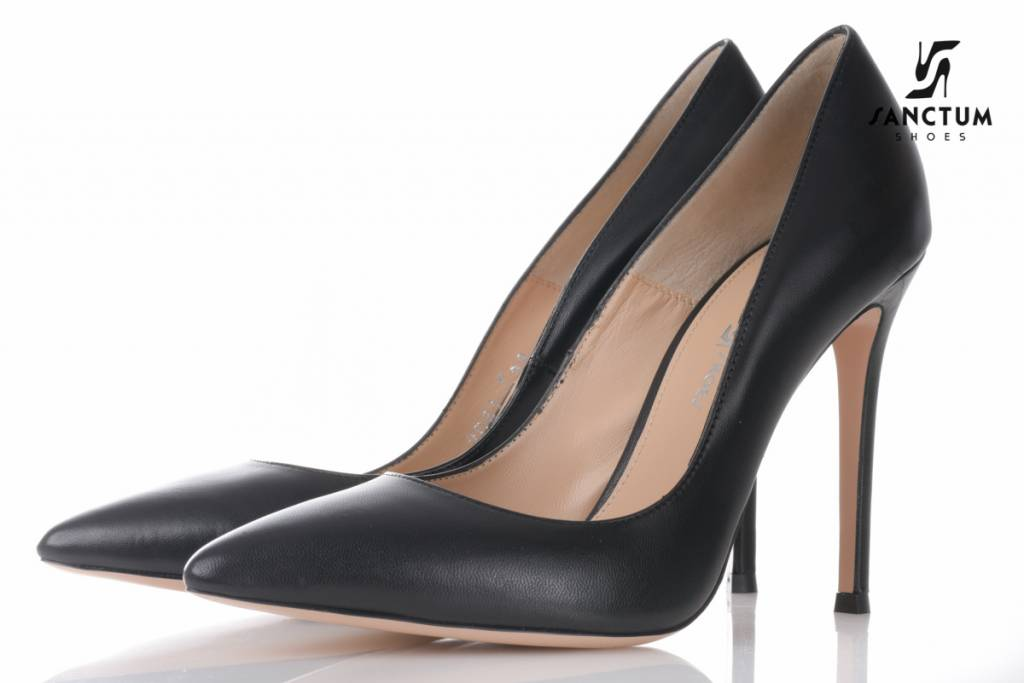 Sanctum  Italian leather pumps with thin heels