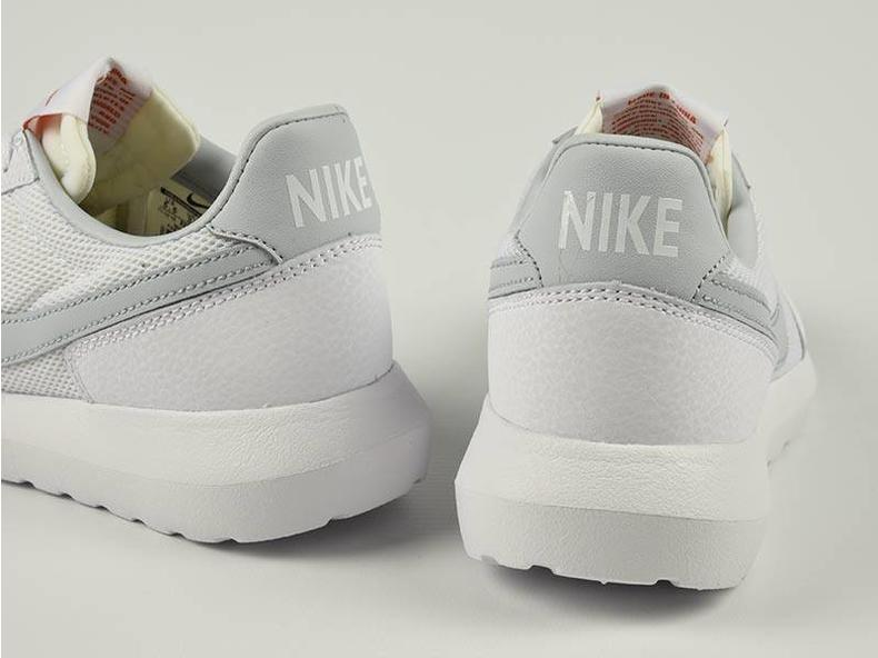 WMNS Roshe DBreak NM White/Pure Platinum 833812 100