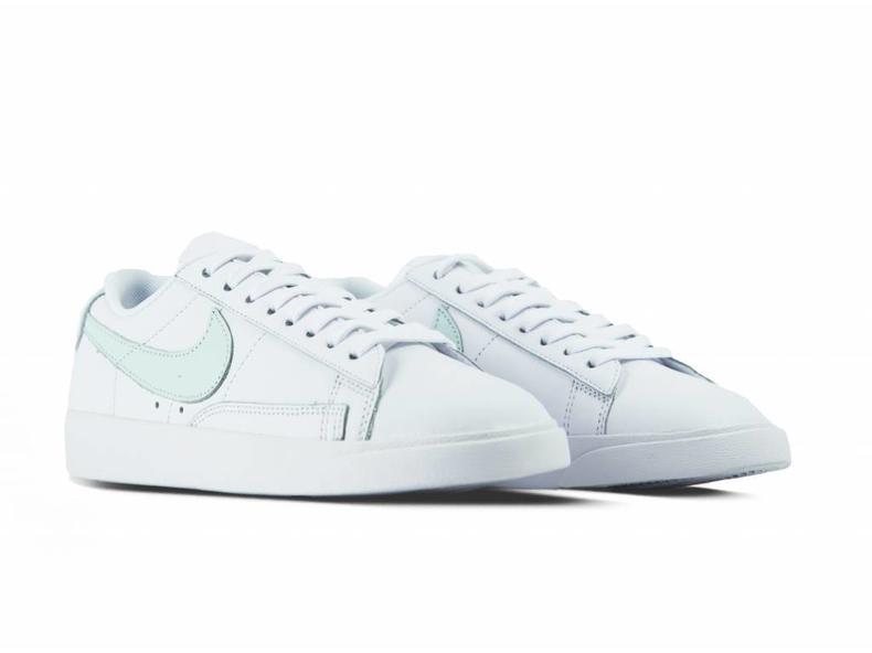 W Blazer Low SD White Barely Grey AA3961 110