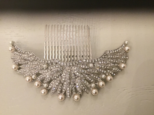 Large hair comb with pearl detail