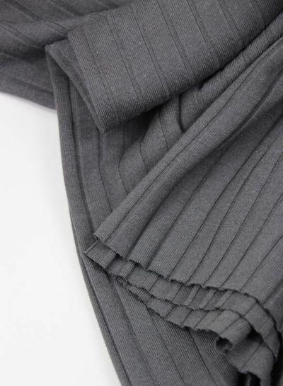 grijze geribbelde tricot