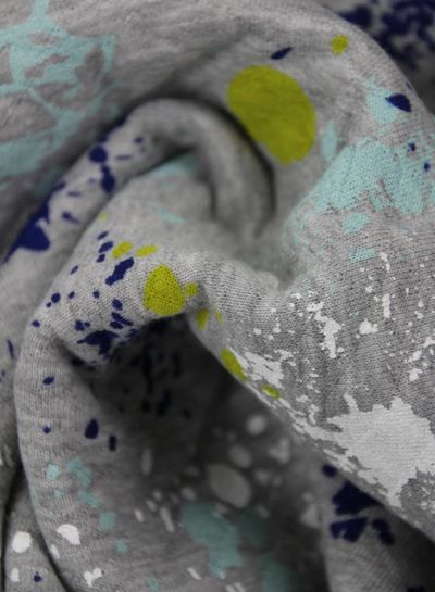 gekleurde verfspatjes geel - gewafelde sweaterstof