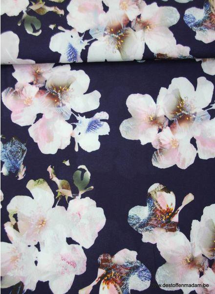 paarse soepelvallende polyester