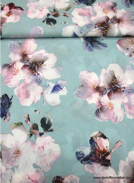 blauwe soepelvallende polyester