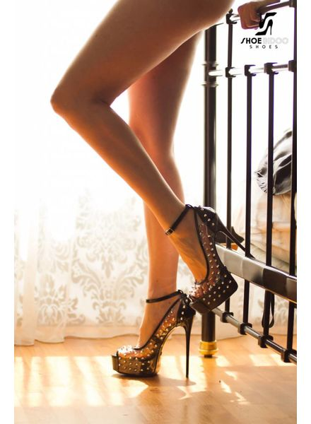 Giaro Model in Galana studded platforms