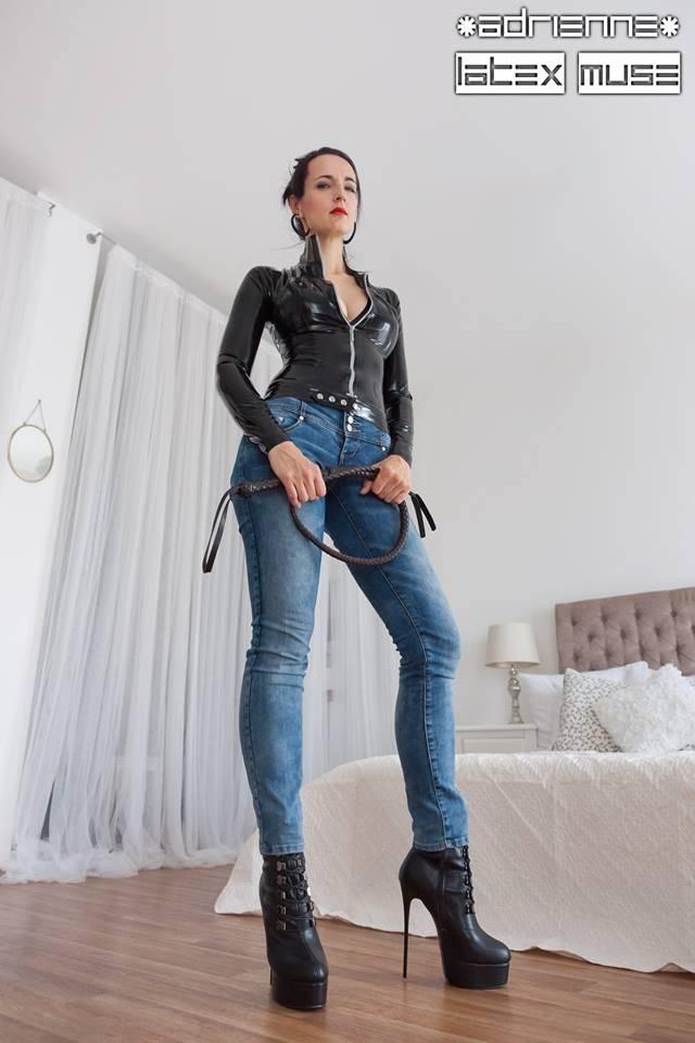 Giaro Mistress Anita Divina in gold heeled HERO's - Copy