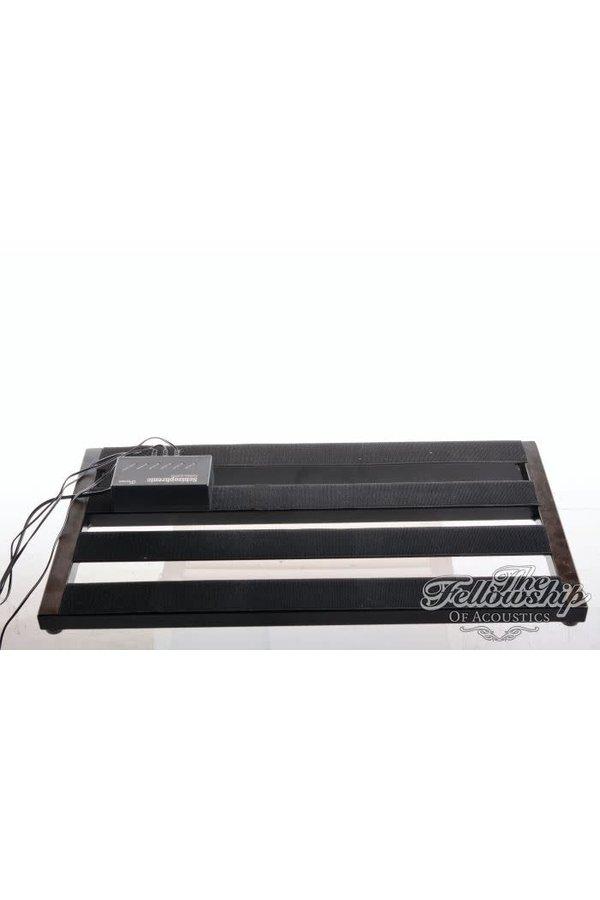 Pedaltrain Classic 2 with case and Cioks Schizophrenic Power Supply