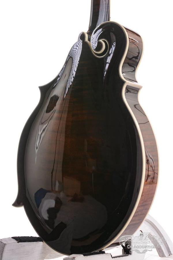 Pendennis Mandolin 3-point Oval soundhole