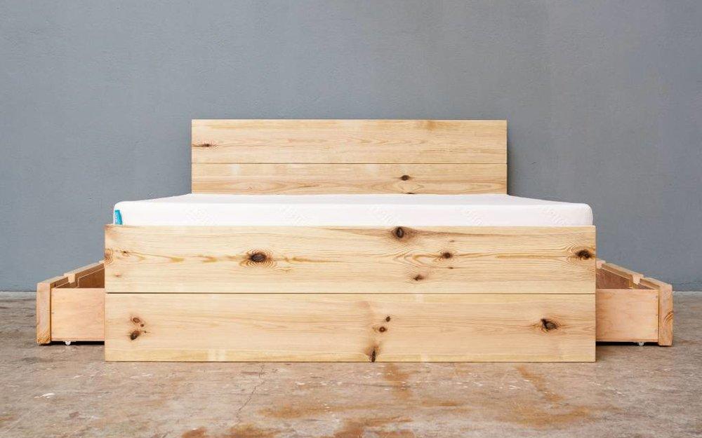woodboom Bett stehend mit zwei Schubladen