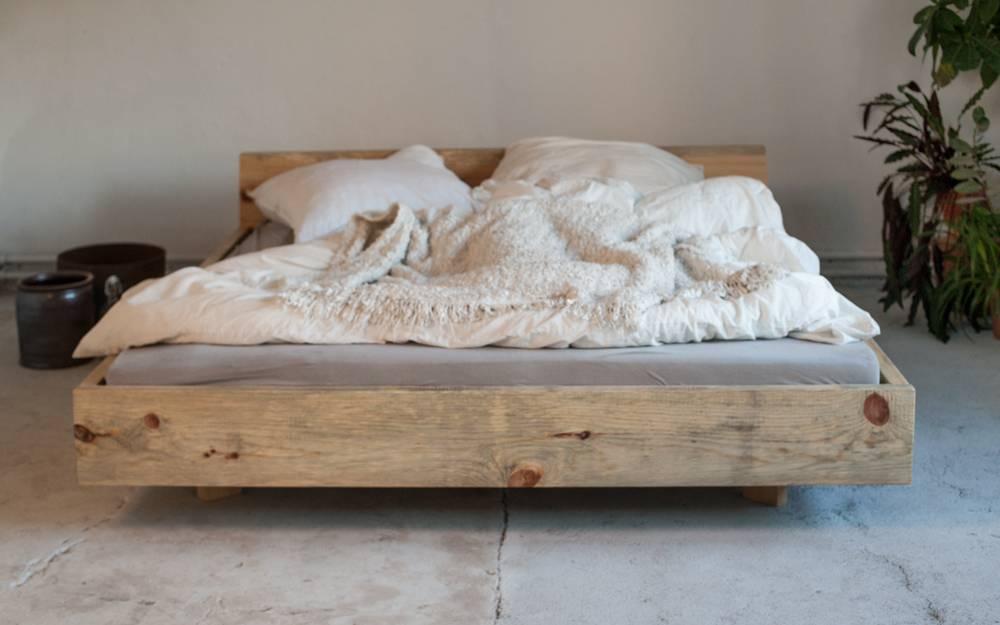 woodboom bett schwebend aus kiefer woodboom. Black Bedroom Furniture Sets. Home Design Ideas