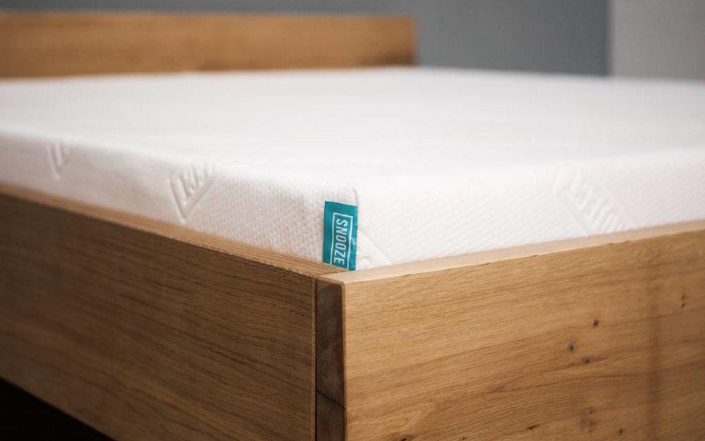 bett stehend aus eiche woodboom. Black Bedroom Furniture Sets. Home Design Ideas