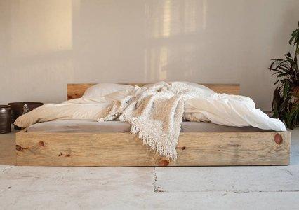 Bett stehend aus Kiefer