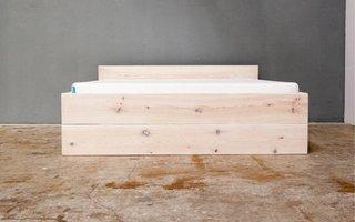 Bett stehend mit einer Schublade, weiß lasiert
