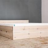woodboom Bett stehend mit einer Schublade, weiß lasiert