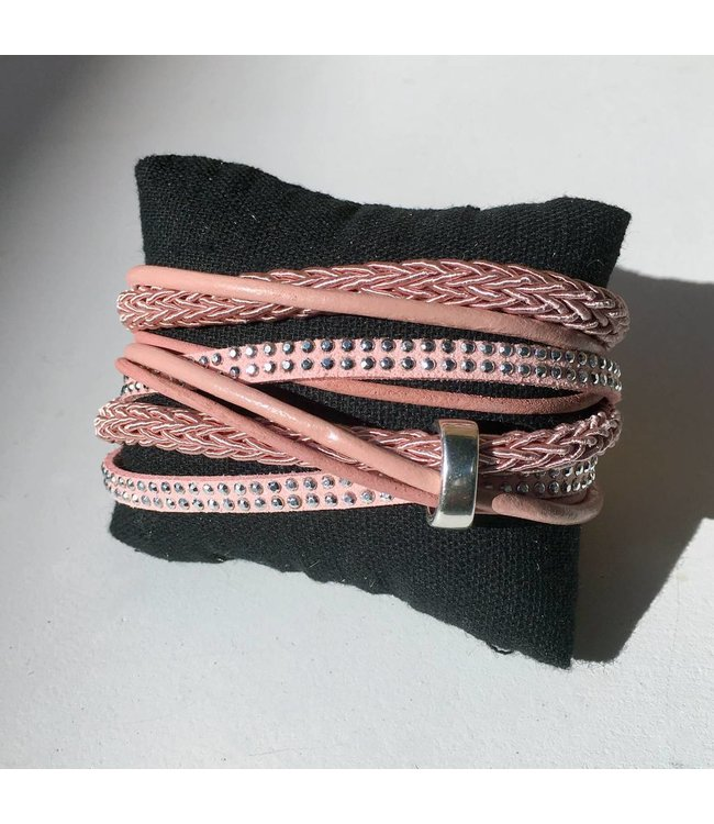 For-You-Only custom made Wikkelarmband roze met magneetsluiting