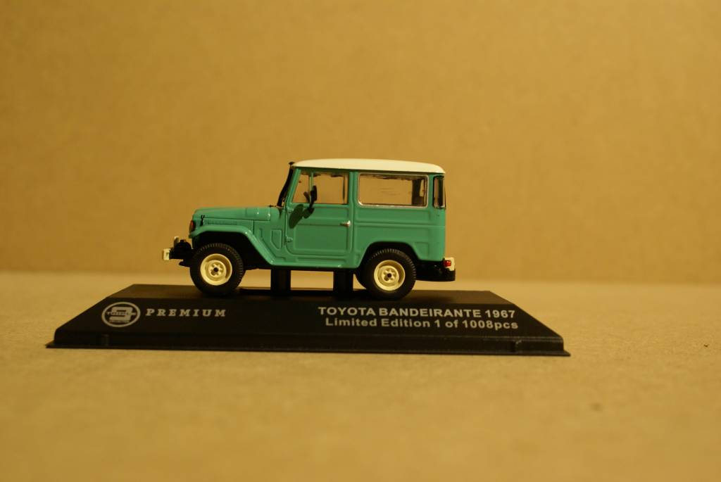 Toyota   1968 Toyota Bandeirante (Land Cruiser FJ40), grün mit weißem Dach