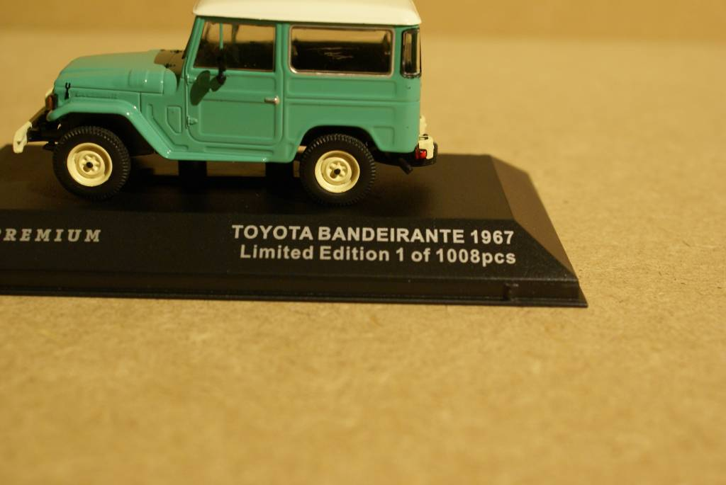 Toyota   1968 Toyota Bandeirante (Land Cruiser FJ40), groen met wit dak