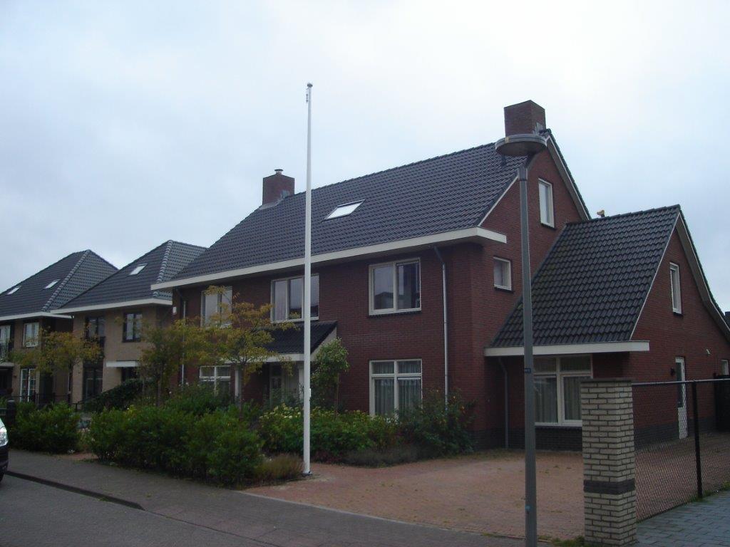vlaggenmast bij huis