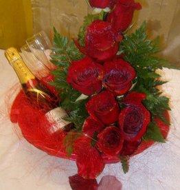 Champagne e flutes, con 9 rose rosse
