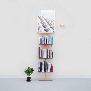 Stilt artwork stand