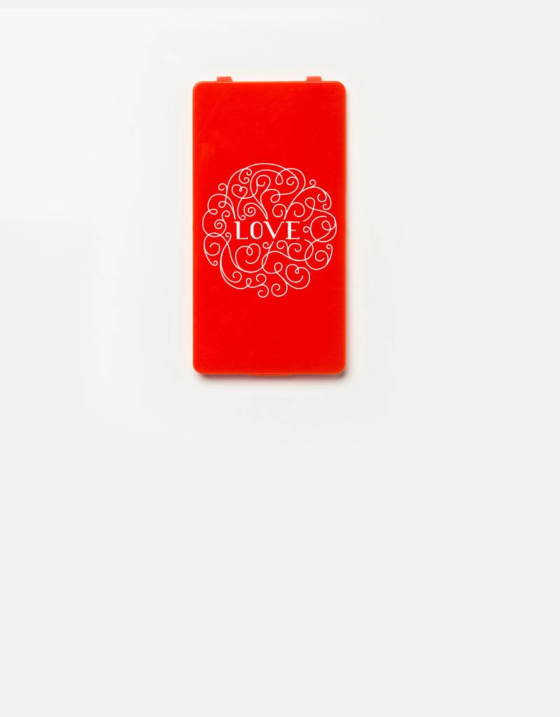 YOU·P® YOU·P®-klepje |  LOVE wit op rood