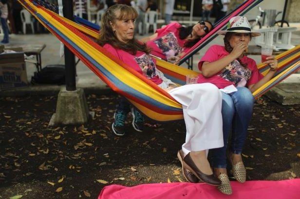 Colombianen vieren dag van de luiheid