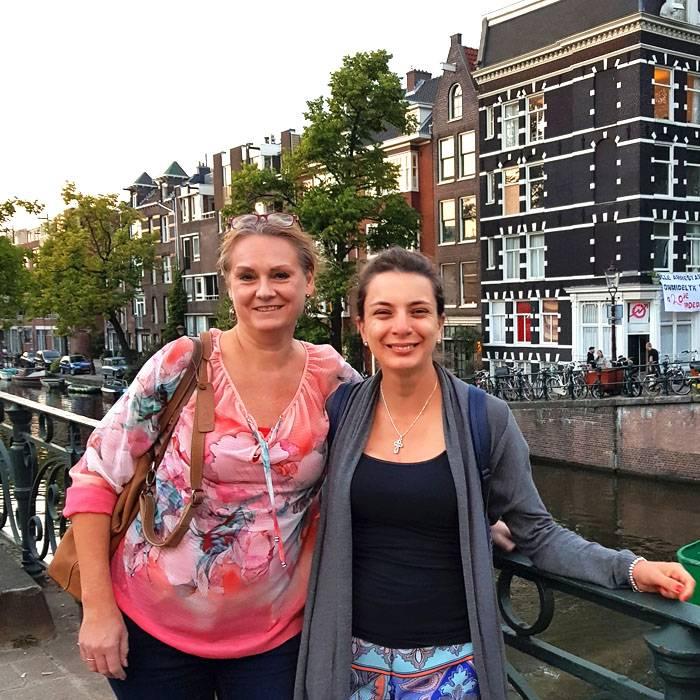 Manager van Hoja Verde chocoladefabriek op bezoek in Nederland